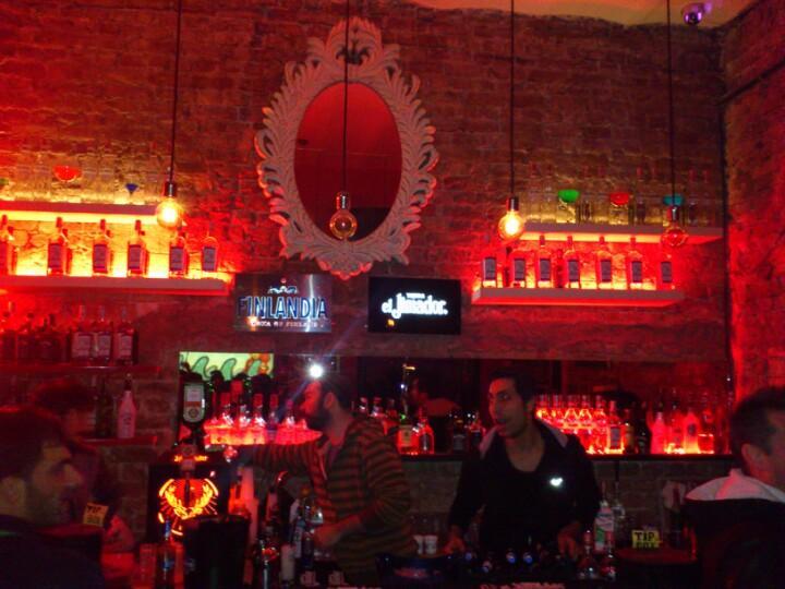 kasette_musikk_beyoglu_istanbul_places_gece_night_taksim_beyoglu_bar2