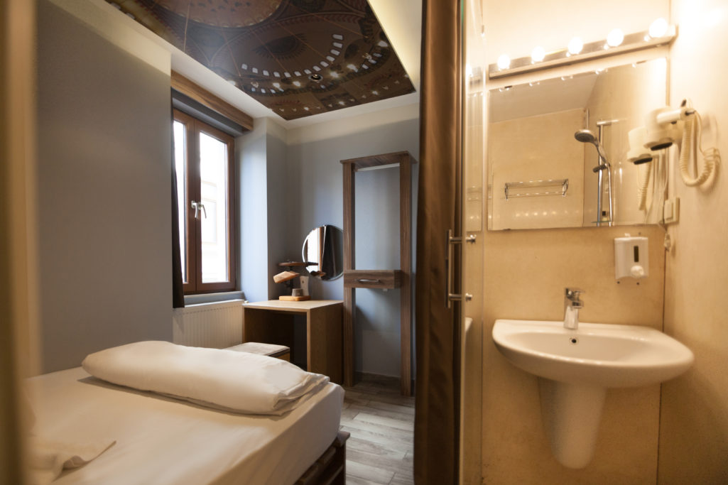 <a href=http://www.stayinntaksim.com/rooms-list/double-room-with-private-bathroom/ >Double Room <br>with Private Bathroom</a>