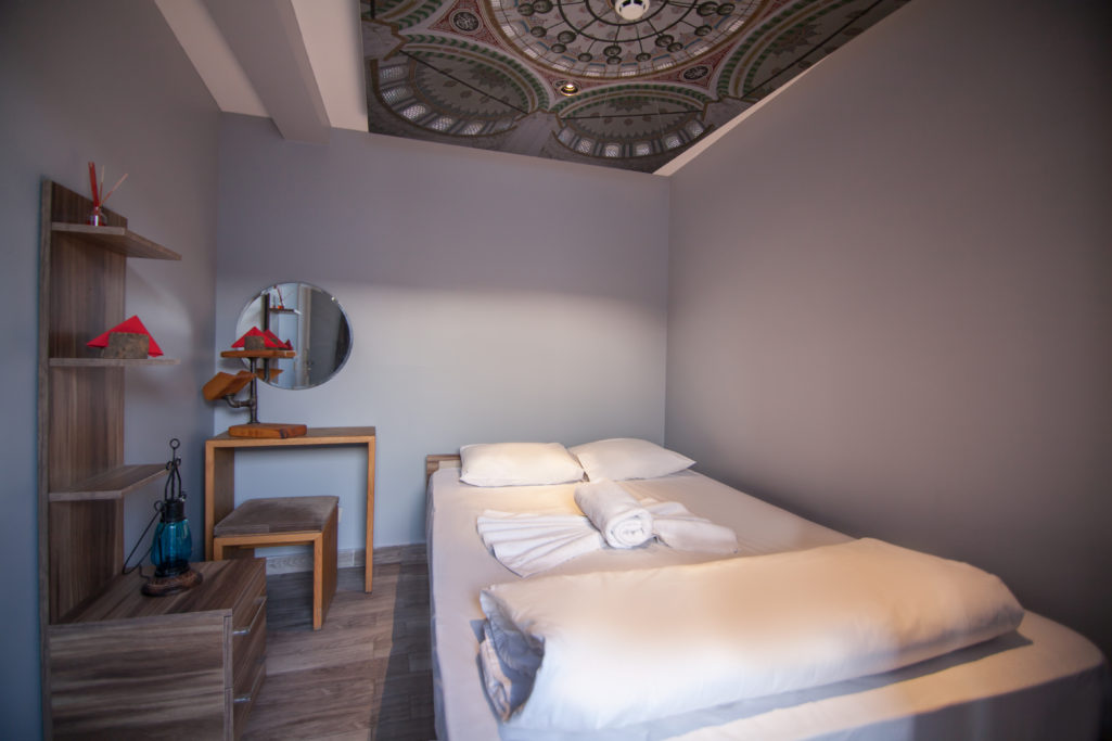 <a href=http://www.stayinntaksim.com/rooms-list/double-room-with-shared-bathroom/ >Double Room <br>with Shared Bathroom</a>