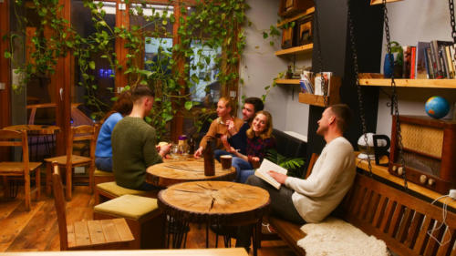 The guests can enjoy a cup of tea, Italian espresso or Turkish coffee in the chic cafe of the hostel.