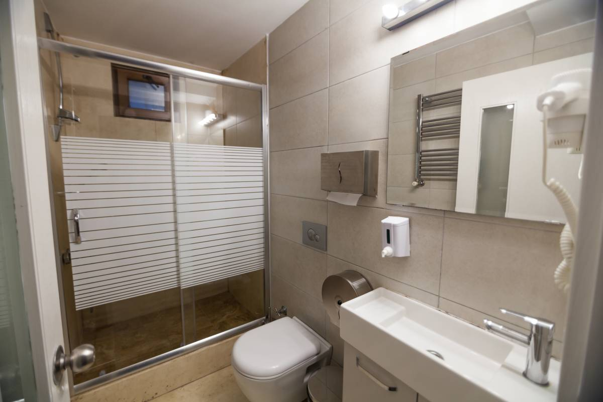 Shared or private bathrooms of the rooms.